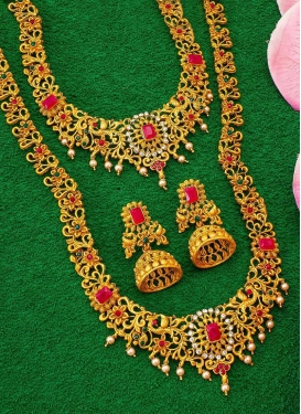 Amazing Gold Rodium Polish Stone Work Alloy Green and Red Necklace Set