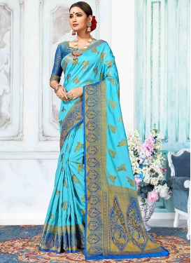 Arresting Traditional Saree For Festival