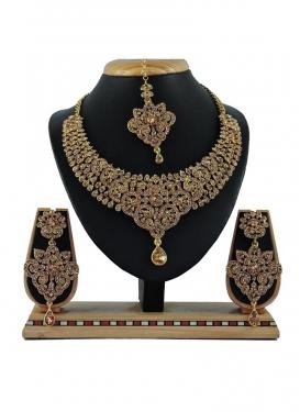 Catchy Gold Rodium Polish Stone Work Necklace Set for Festival