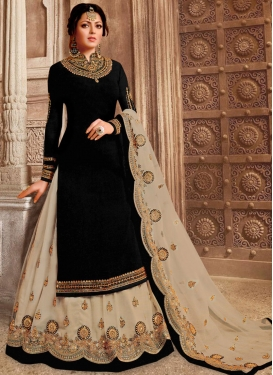 Drashti Dhami Beige and Black Kameez Style Lehenga For Ceremonial