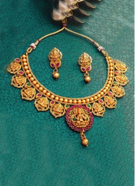 Enchanting Fuchsia and Gold Alloy Necklace Set For Bridal