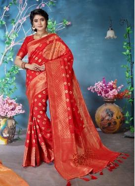 Fashionable Traditional Designer Saree For Ceremonial