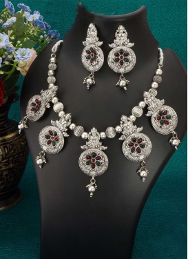 Nice Stone Work Necklace Set For Ceremonial