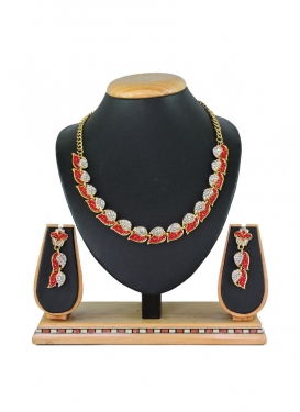 Outstanding Alloy Gold Rodium Polish Red and White Stone Work Necklace Set