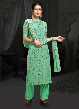 Trendy Pakistani Salwar Kameez For Casual