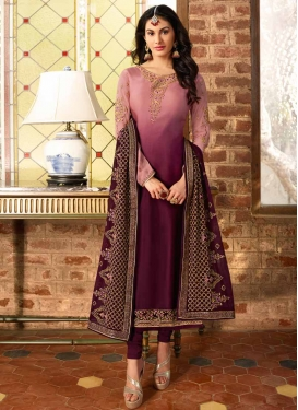 Trendy Pakistani Salwar Kameez For Ceremonial