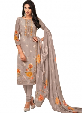 Trendy Pakistani Salwar Suit