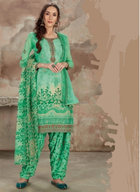 Trendy Patiala Salwar Kameez For Festival