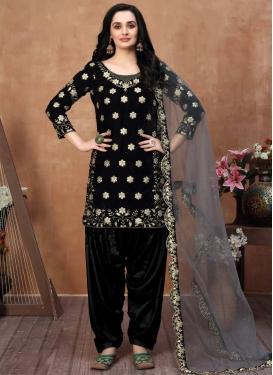 Trendy Straight Salwar Kameez For Ceremonial